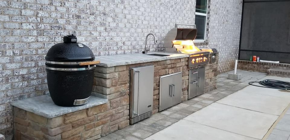 Pro Green Trees Outdoor Kitchen